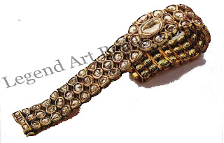 DASTI (bracelet) Hyderabad; late 18' century L: 19 Cm C. L. Bharany Collection, New Delhi A diamond bracelet weighing no less than 180 grams; the reverse is finely enamelled with green on gold.