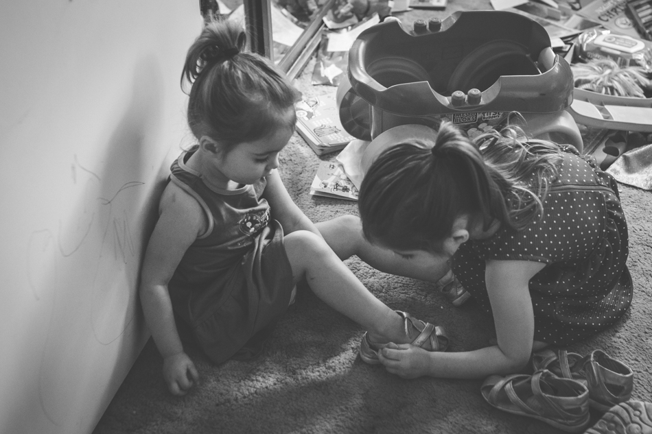 hawkesbury family photography, children helping each other