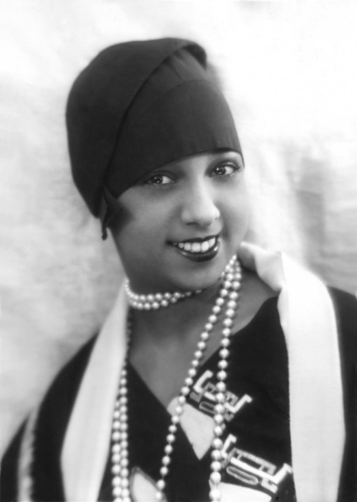 Adventures of a Chic Shop Girl: Famous Women in Classic Pearls