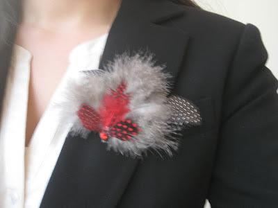 Broches y agujas, complementos ideales para vuestra ropa