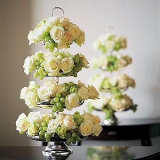 rosas brancas, uvas verdes, arranjo tipo cascata, decoração, réveillon