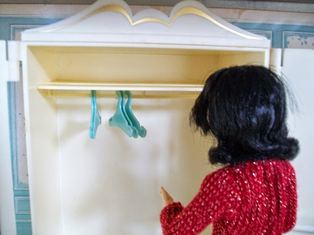Marx Sindy Wardrobe and rebodied Disney Snow White