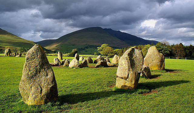 Озёрный край. Каслриггское каменное кольцо — одно из древнейших сооружений Европы (создано человеком в 3000 г. до н.э.)