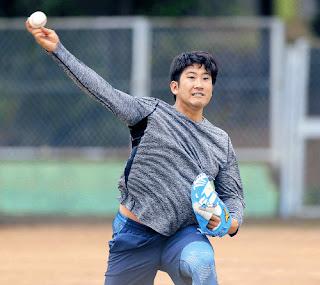 強めのキャッチボールでキレのあるボールを投げる菅野