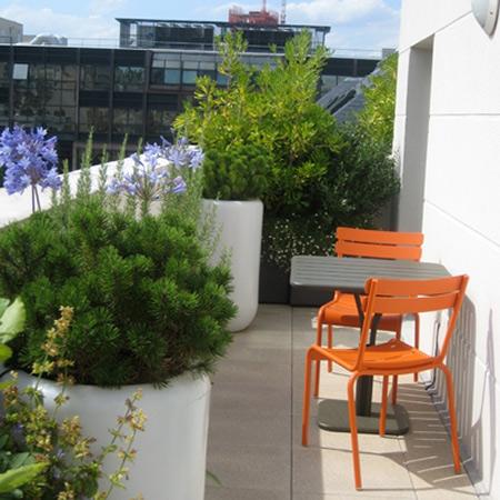 Arte y jardiner a ornamentos en el jard n - Ikea macetas exterior ...