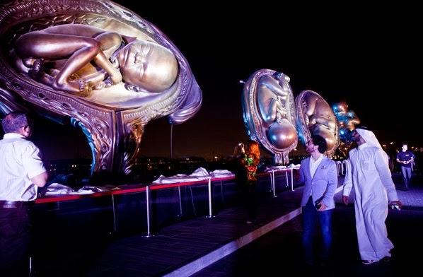 Mostrar la vida como medio para defenderla: 14 espectaculares esculturas en una ciudad cosmopolita 6
