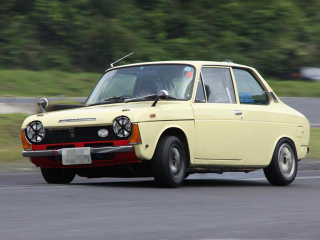 Subaru FF-1, napęd na przód, klasyk, nostalgic, stary japoński samochód, oldschool, wyścigi, tor wyścigowy, zdjęcia