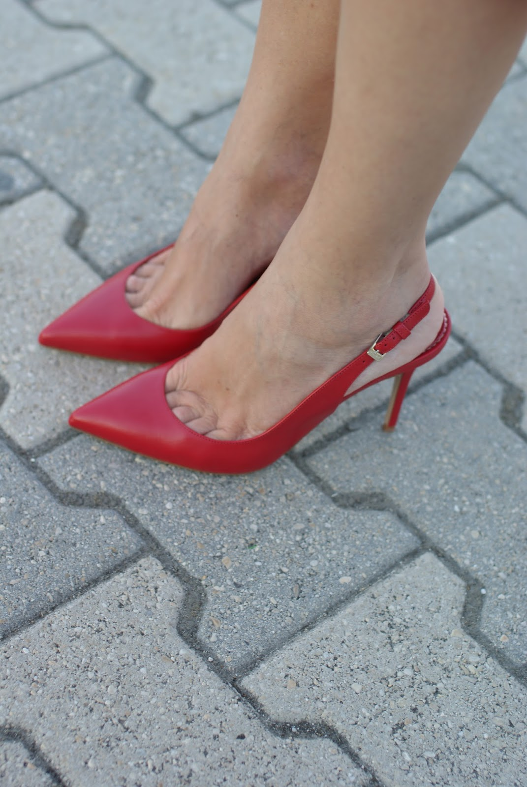 Le Silla red slingback pumps on Fashion and Cookies fashion blog