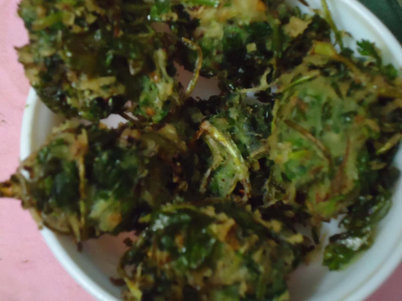 Dhone patar bora - Coriander leaves fry