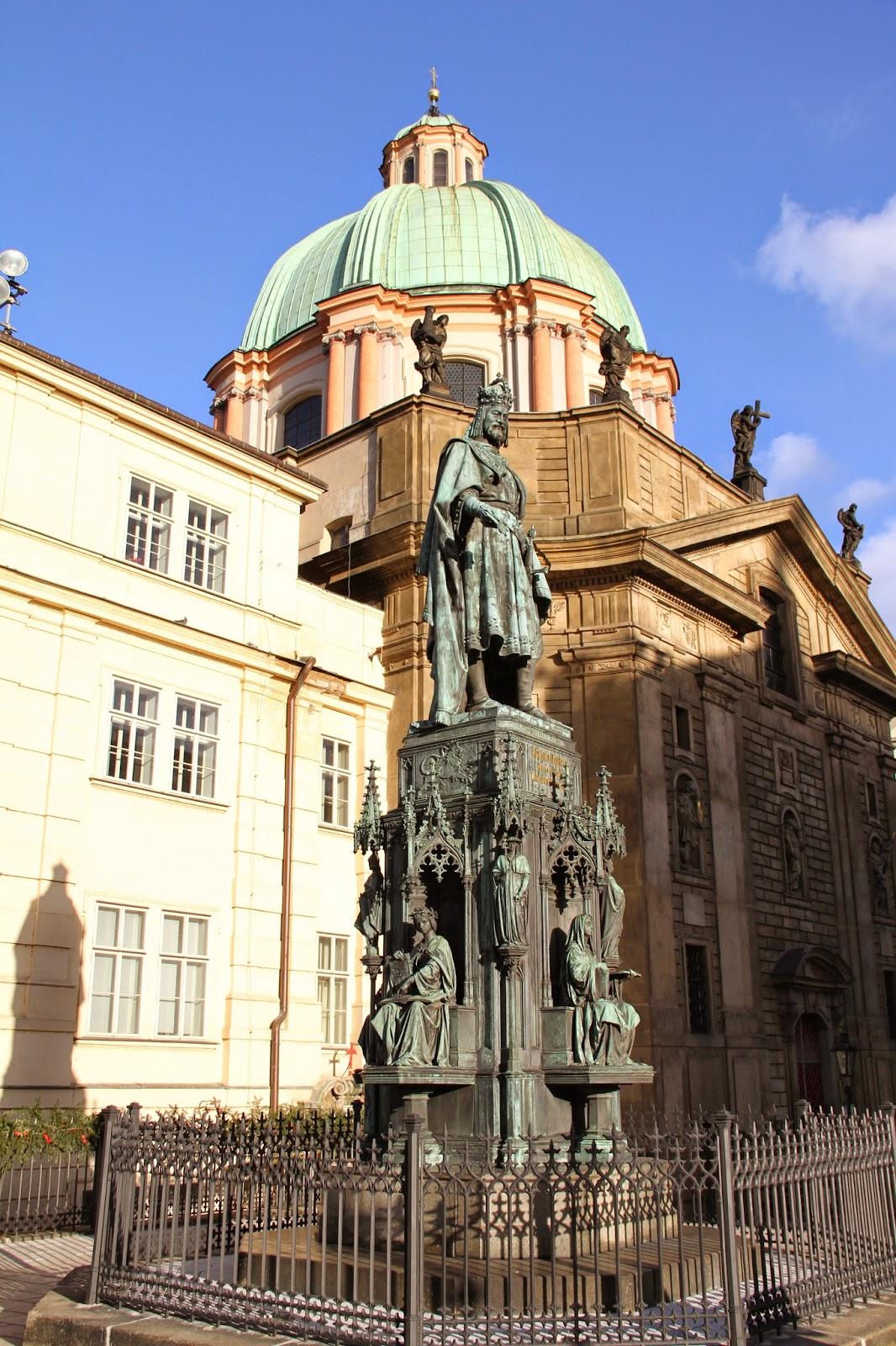 Памятник Карлу Великому в Праге