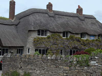 Thatched cottage For Sale in Corfe Castle
