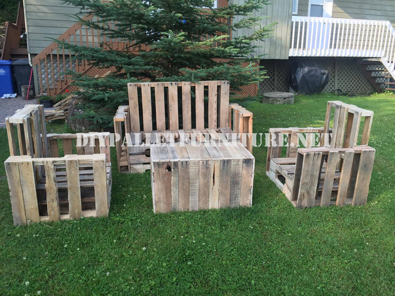 Muebles de palets para el jardin for Sofas palets jardin