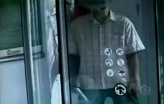 VIDEO: Perompak 'Bangang' Tertembak Kaki Sendiri!