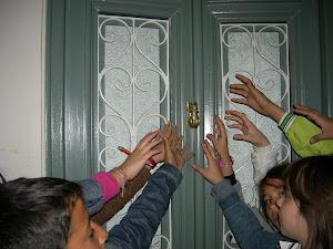 """Επισκεψη στο σπιτικο της κυριας Αμφισβητησης.Home visit of the """"Lady"""" Controversy."""