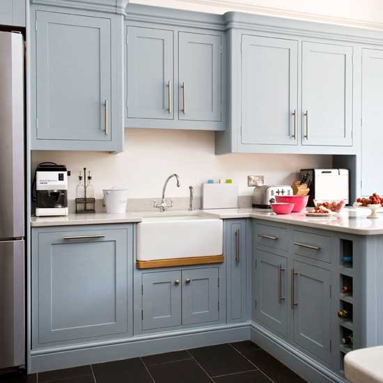 The little white house on the seaside blues in the sea for Grey kitchen cabinets what colour walls