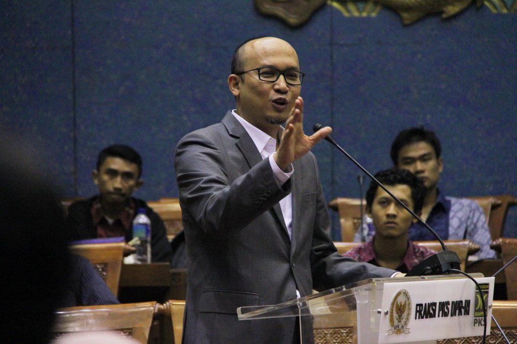 Ecky Sesalkan Pemerintah Lempar Tanggung Jawab Terkait Soal Kenaikan Tarif STNK