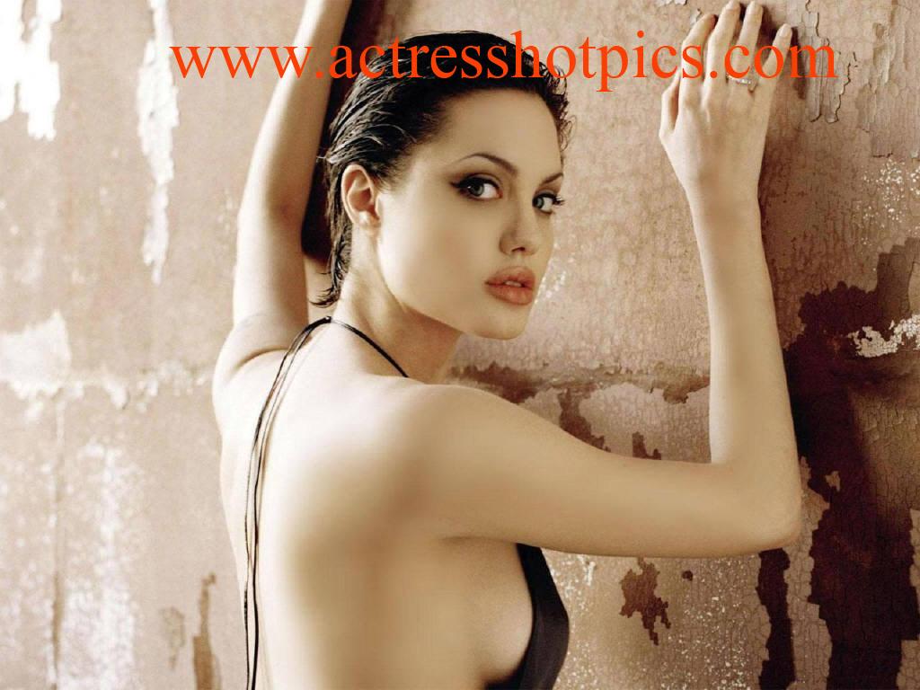 http://1.bp.blogspot.com/-ulCyu2SafMk/TZWLOqEXJHI/AAAAAAAAABg/l-oTMQ9Rme4/s1600/anjelina-jolie-boobs-pictures.jpg
