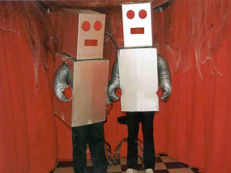 Robots con cajas de carton #1