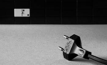 """Fotografía  """"Enchufe""""  de Luis Solana Lumbreras"""