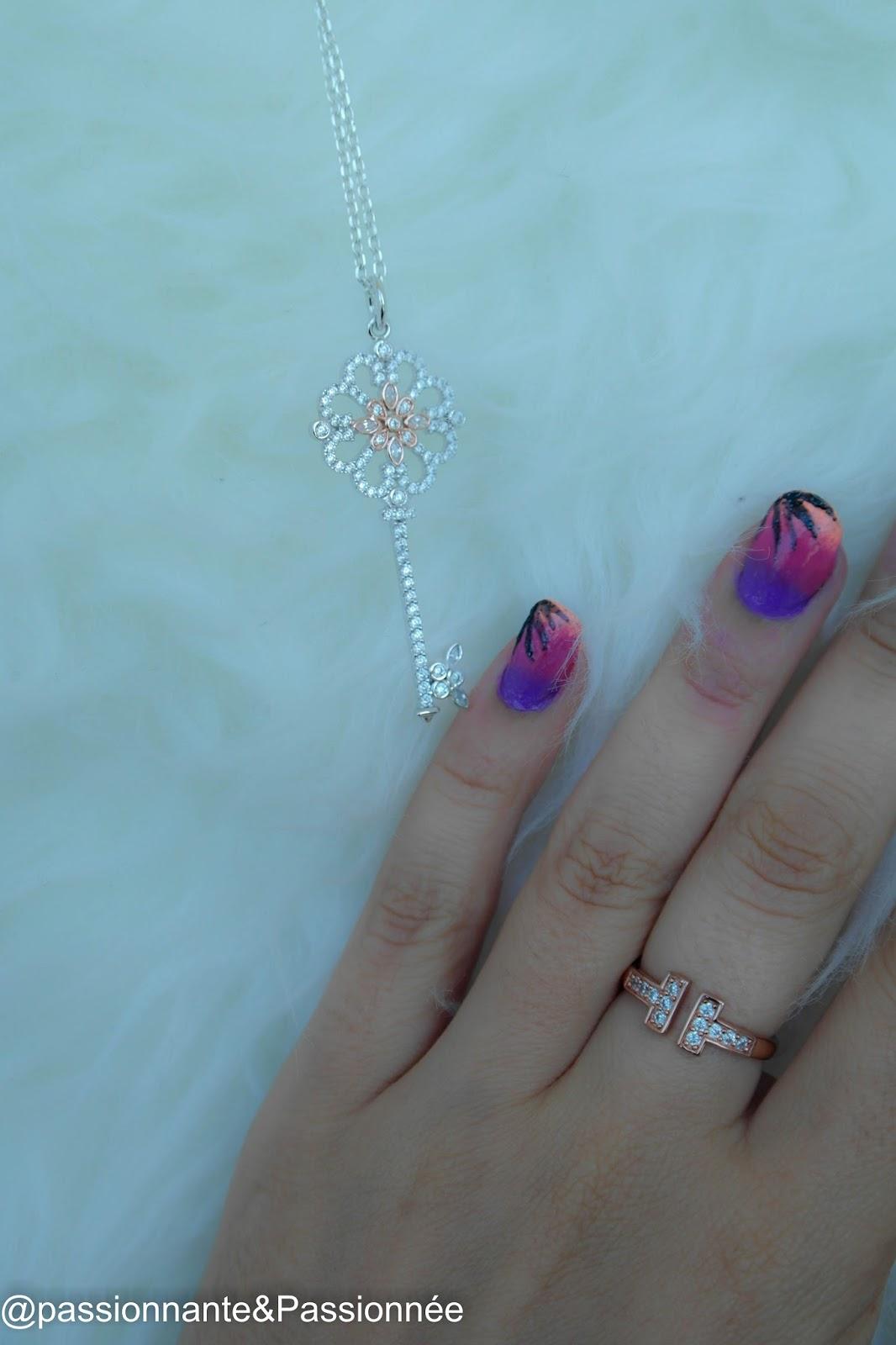 pendentif clé avec cristaux blanc