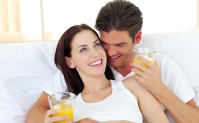 10 أطعمة تزيد الحيوانات المنوي,السعادة الزوجية,happy married couple