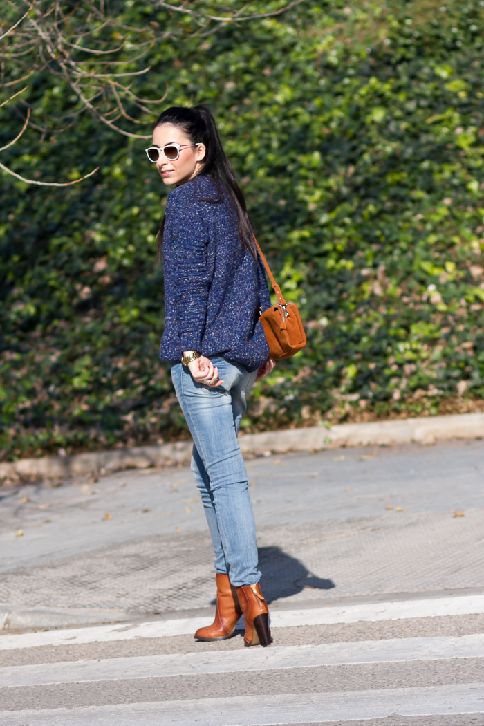 Casual Outfit Blue Bleached Jeans MARCELLE by MELTIN' POT and knitted sweater blogger fashion style withorwithoutshoes