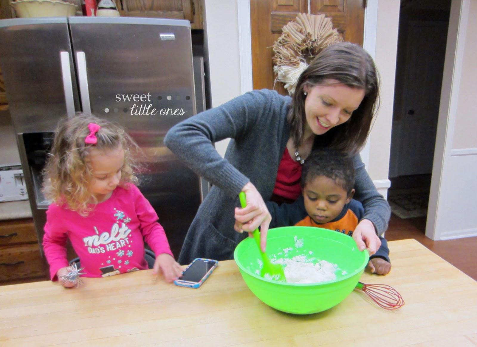 How To Make Snow Ice Cream: Easy Recipe - www.sweetlittleonesblog.com