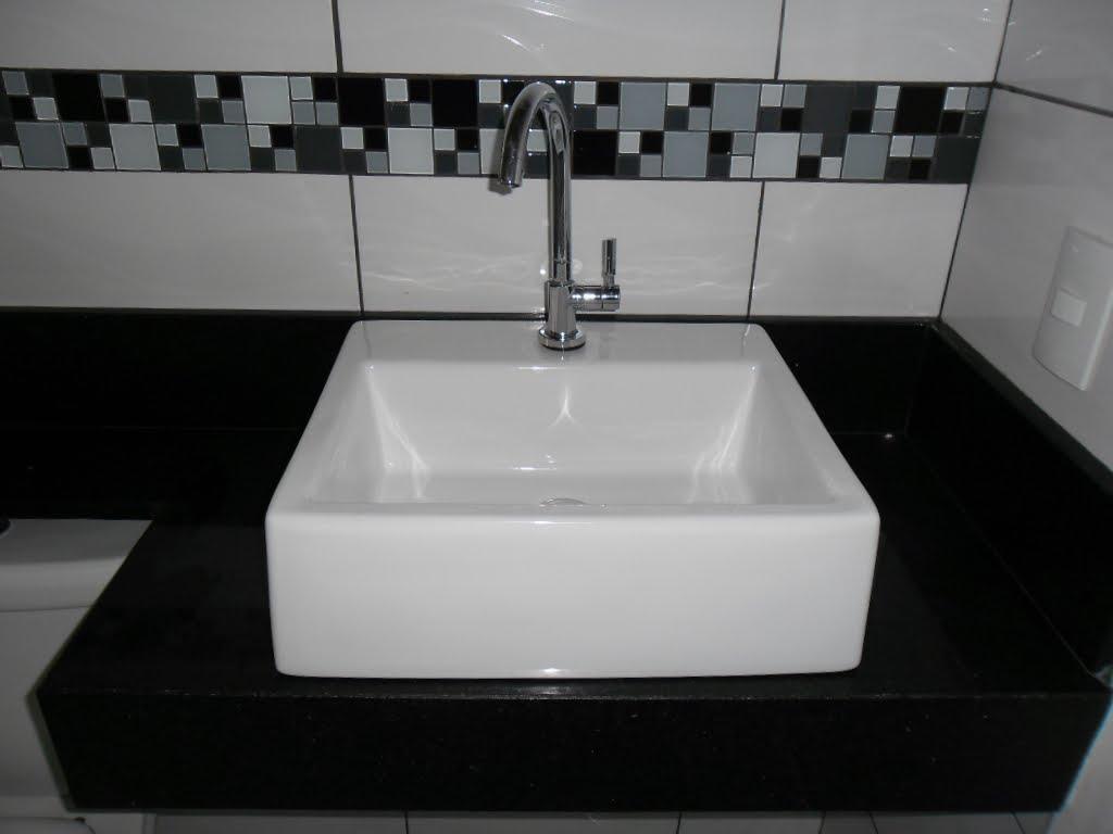 Característica do polimento: Brilho médio polimento de rocha sem  #51595C 1024x768 Banheiro Com Granito Sao Gabriel