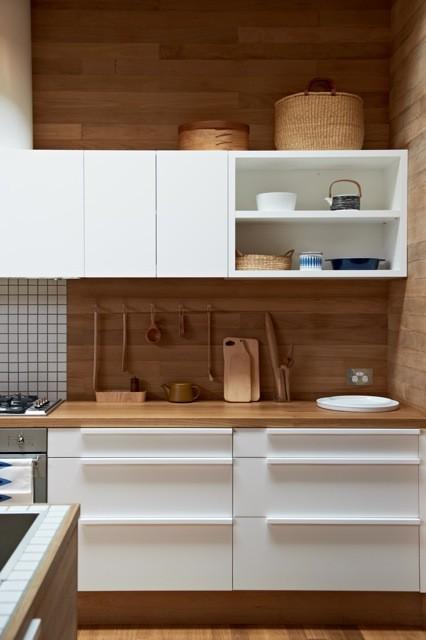 Dise o de cocinas en blanco y madera - Maderas para cocinas ...