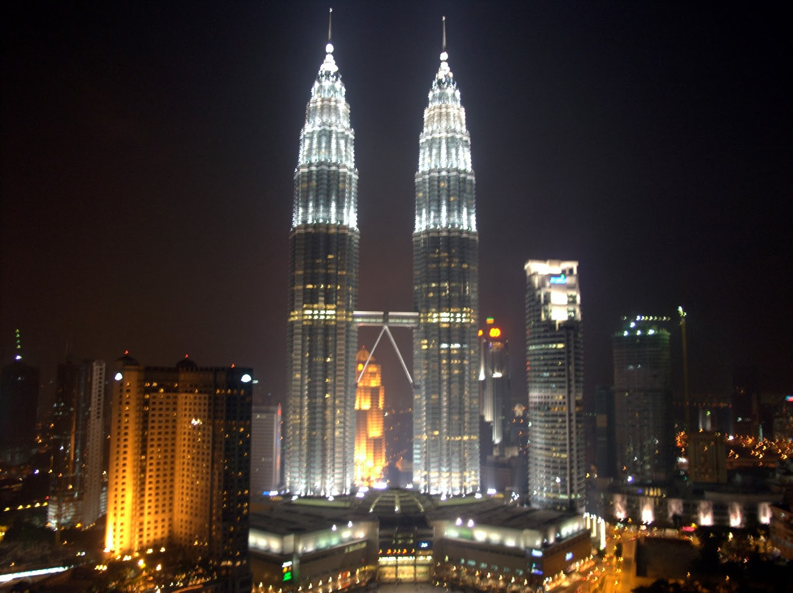 World visits petronas tower twin skyscrapers malaysia for How many floors twin towers