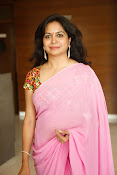 Singer Sunitha dazzling saree photos-thumbnail-17
