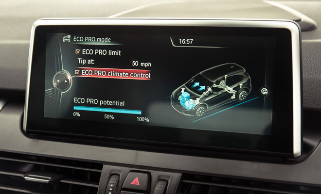 BMW 218d Active Tourer central screen
