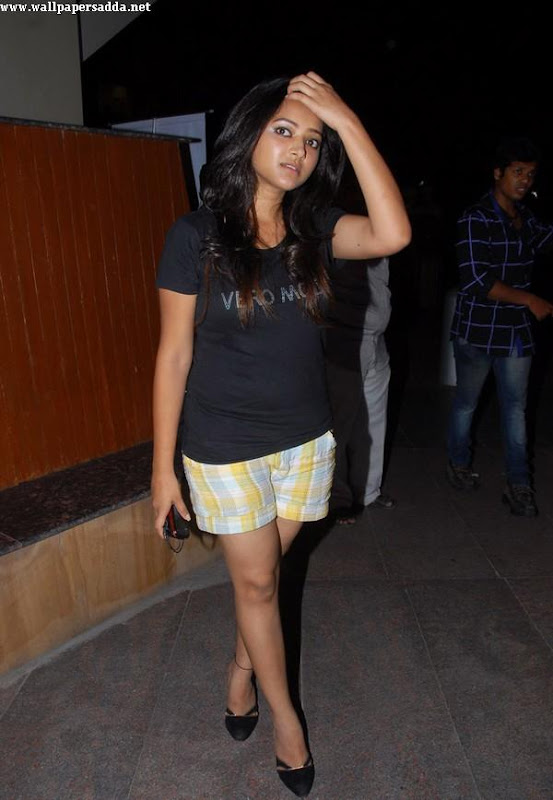 Swetha Basu hot thighs in mini shorts sexy stills