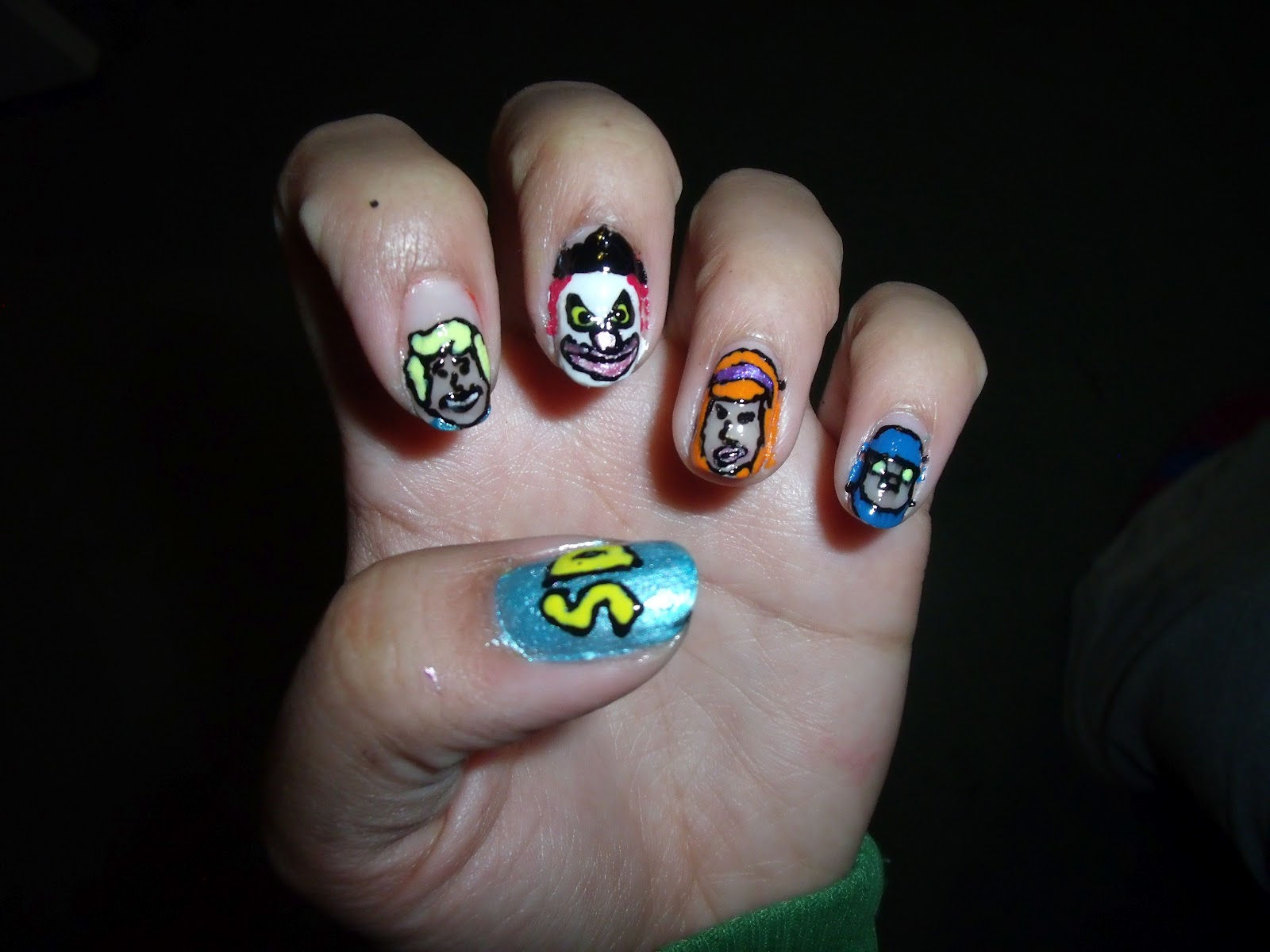 Handee nail tips 31 day nail art challenge day 29 thumb scooby doo logo prinsesfo Image collections