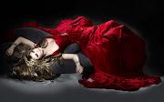 Imagens de Fundo: Imagem de FundoMulher deitada com vestido vermelho (mulher deitada com vestido vermelho imagens imagem de fundo wallpaper para pc computador tela gratis ambiente de trabalho)