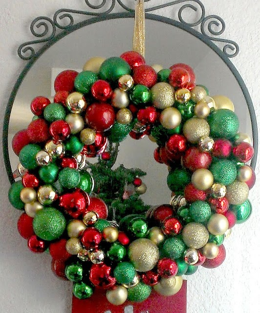 20+ DIY Christmas Ornament Wreath Ideas