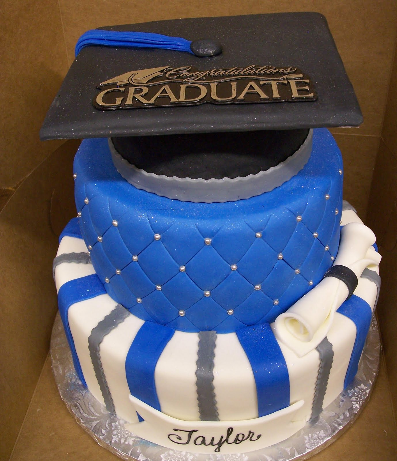 Images Of Graduation Cake : MyMoniCakes: Blue & Silver Graduation Hat cake