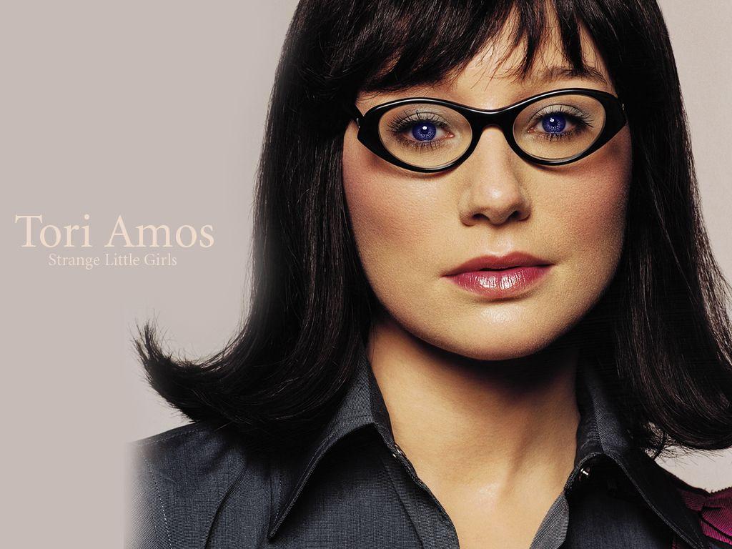 http://1.bp.blogspot.com/-uoHQtmRCMvY/ULOl_jRLBCI/AAAAAAAAjpE/6rTz9d6TeDg/s1600/tori-amos-glasses.jpg
