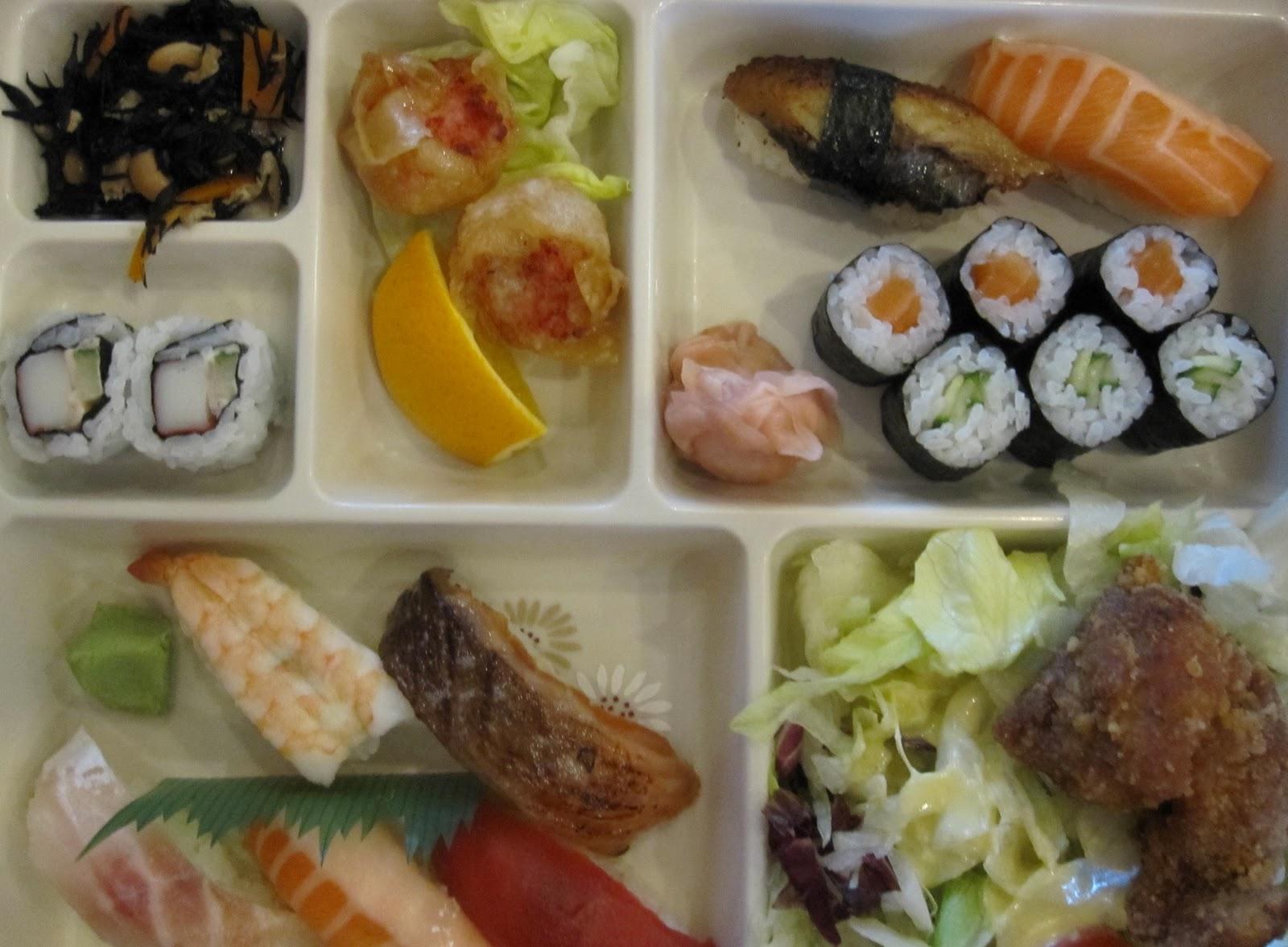 http://1.bp.blogspot.com/-uoJczHZFr1g/TnnEfO2jDFI/AAAAAAAABJI/RACLTzIUXV0/s1600/sushi+bento.jpg