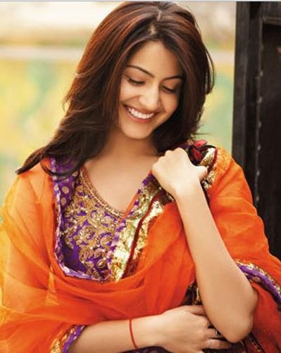 anushka+sharma+hot+photos+in+suit