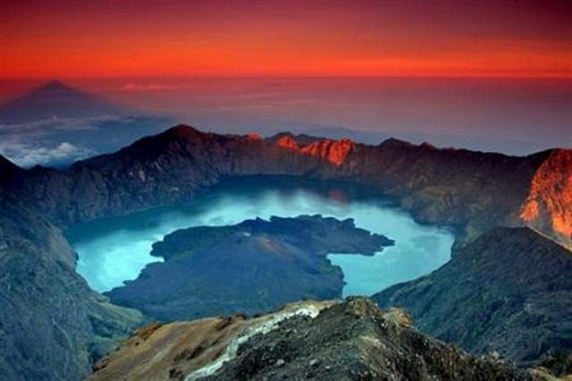 Mount Rinjani Sunrise, Indonesia