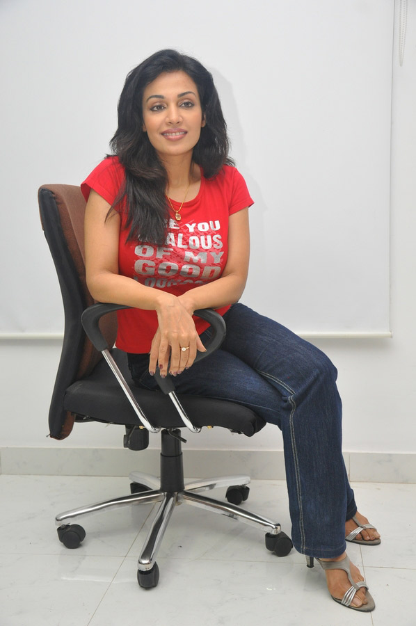 Asha Saini Aka Mayuri in Red Tshirt &amp; Jeans Stills