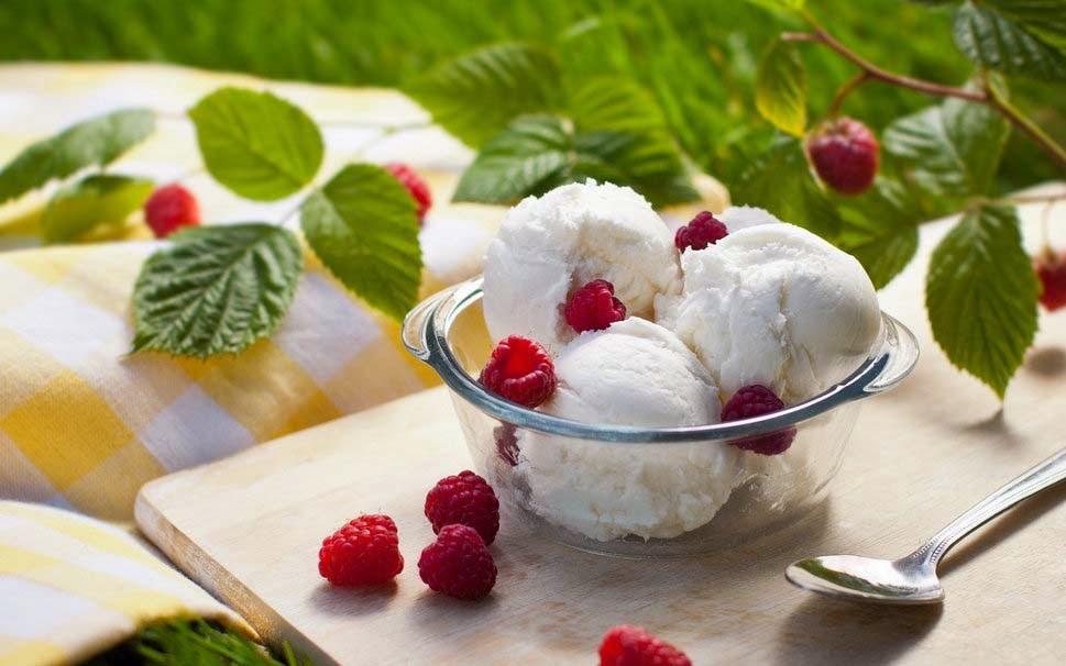 ice-cream-with-raspberries-image