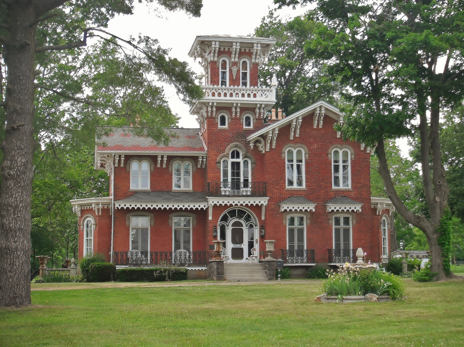 The picturesque style italianate architecture the for Hudson house