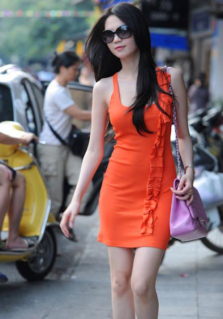 Ngọc trinh mặc đồ công sở dạo phố