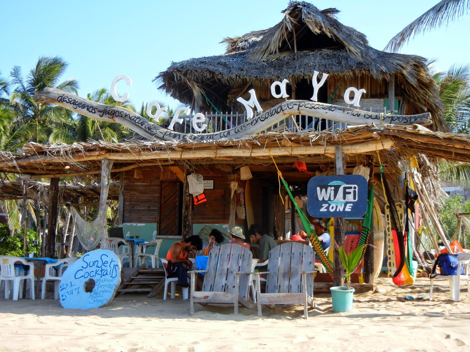 Playa Zipolite. Welcome To The Beach Of The Dead!: Cafe