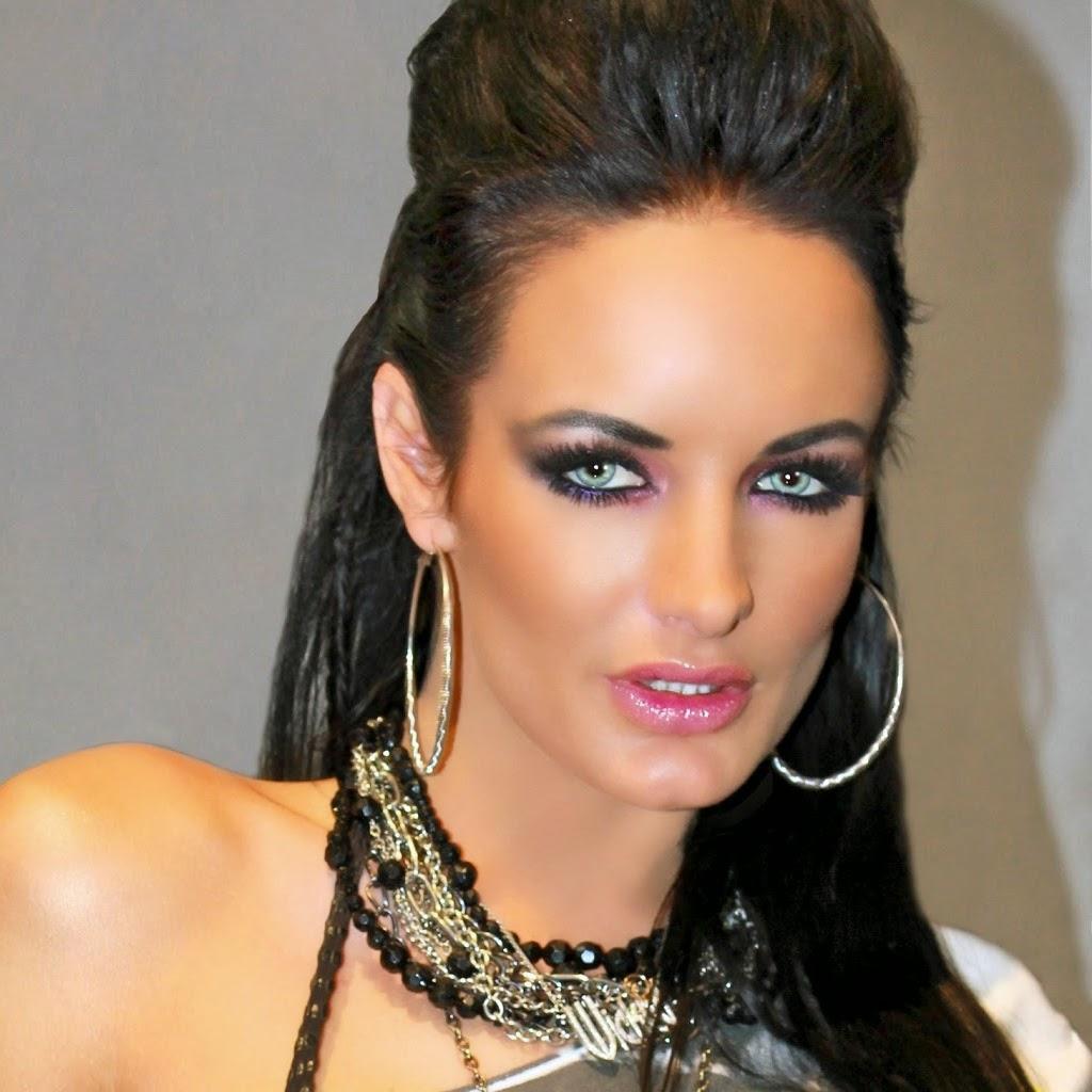 Alektra Blue Makeup Styles