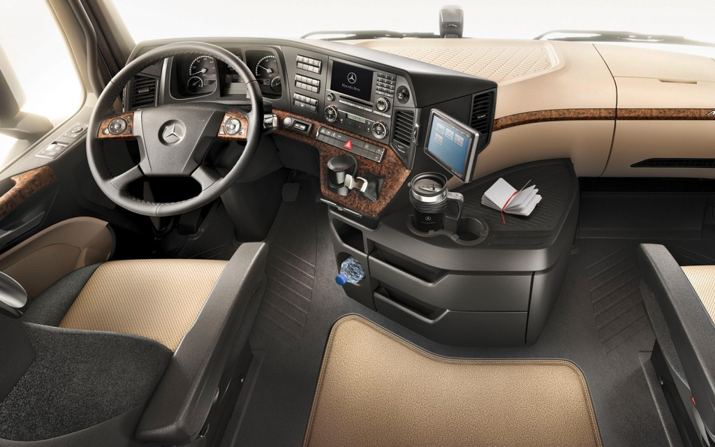 Mercedes benz new actros 2012 terbaru karoseri indonesia for Mercedes benz inside view