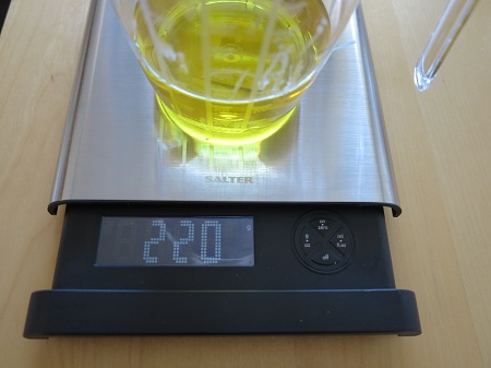 oliiviöljyn punnitus