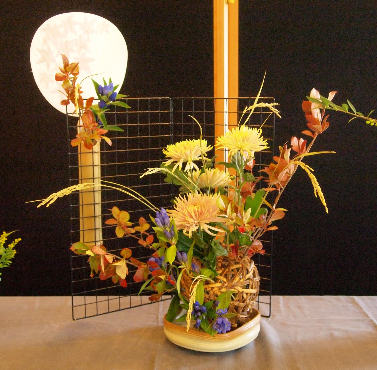 The nordic lotus ikebana blog september 2014 the next arrangement was about making something modern with a very traditional old container in this case a large bamboo vase made for formal traditional reviewsmspy